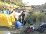 4h. mendirikan tenda